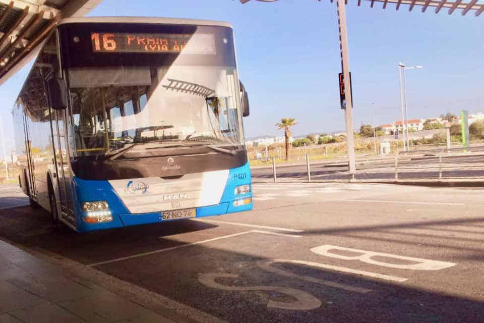 autobus na lotnisku w Faro