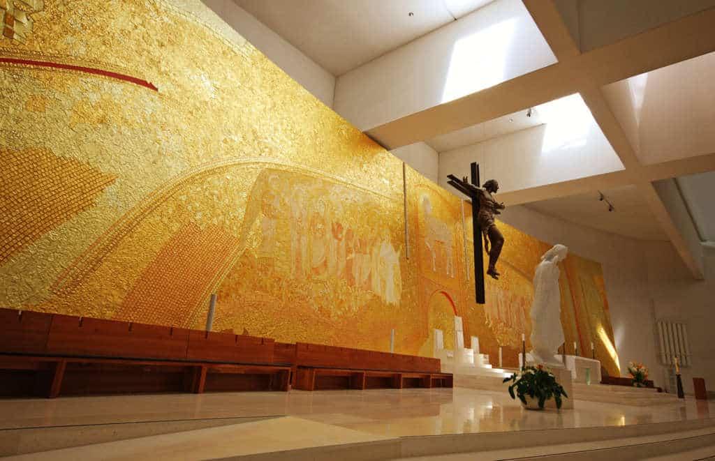 Wnętrze Bazyliki Trójcy w Fatimie