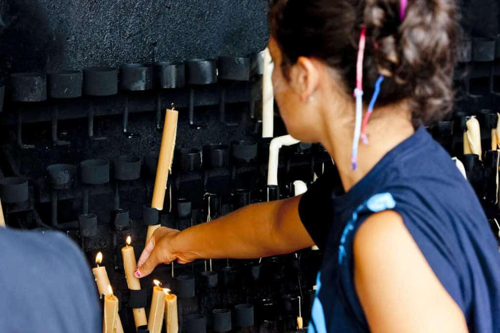 Palenie świeczki w Fatimie