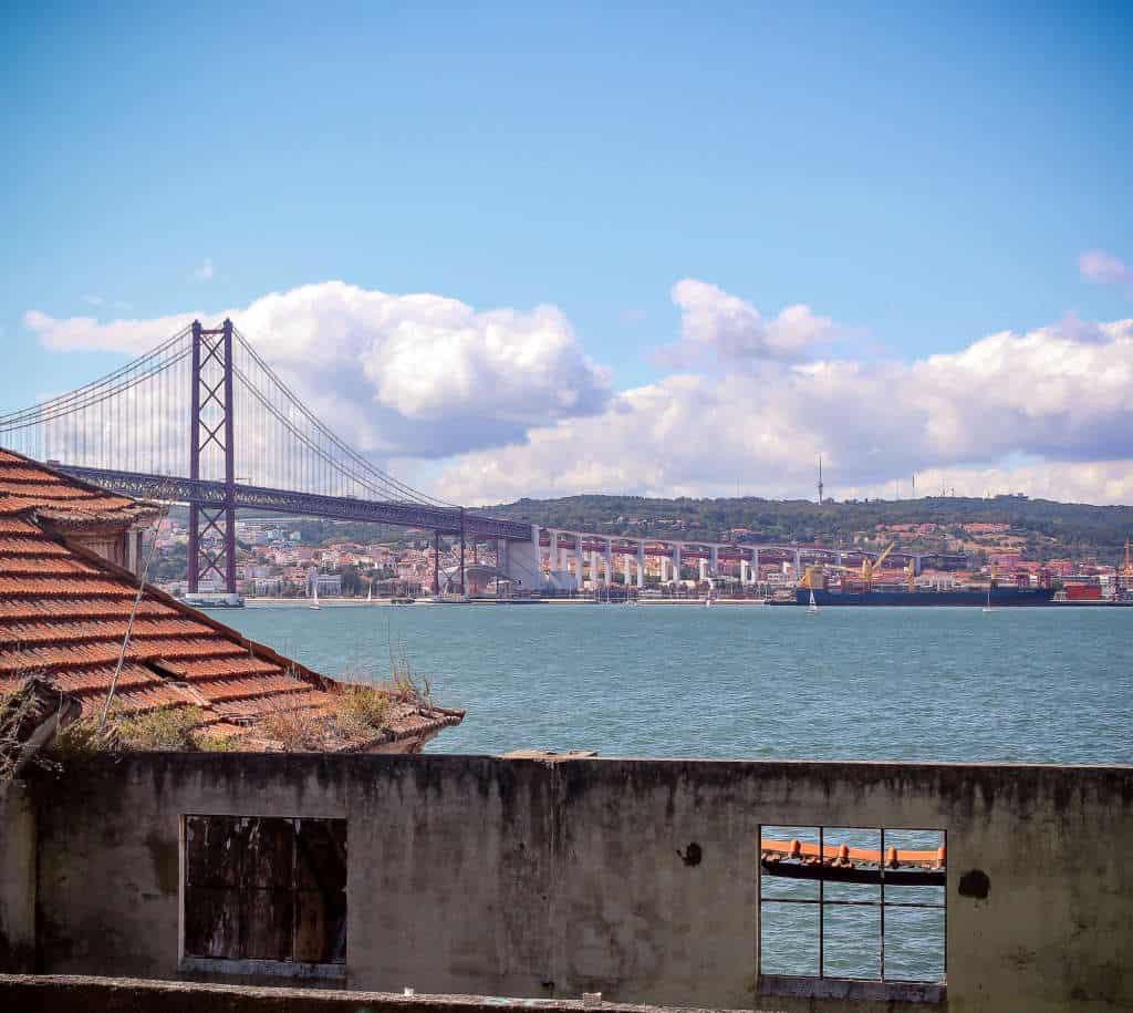 widok z Quinta da Arealva na most 25 kwietnia