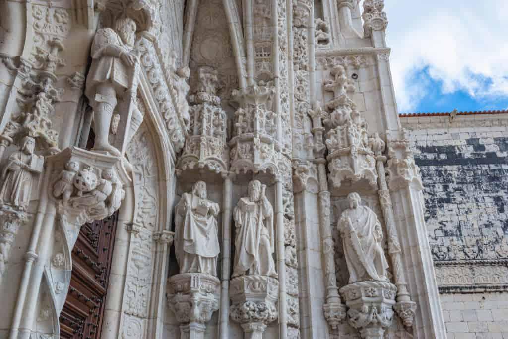 Detale i zdobienia na klasztorze hieronimitów w Lizbonie
