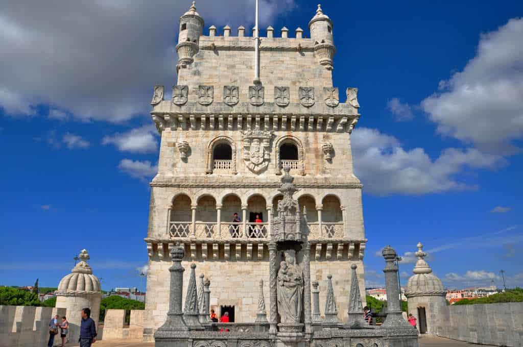 Widok na wieżę Belem z bastionu