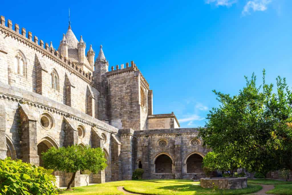 krużganki katedry w Evorze