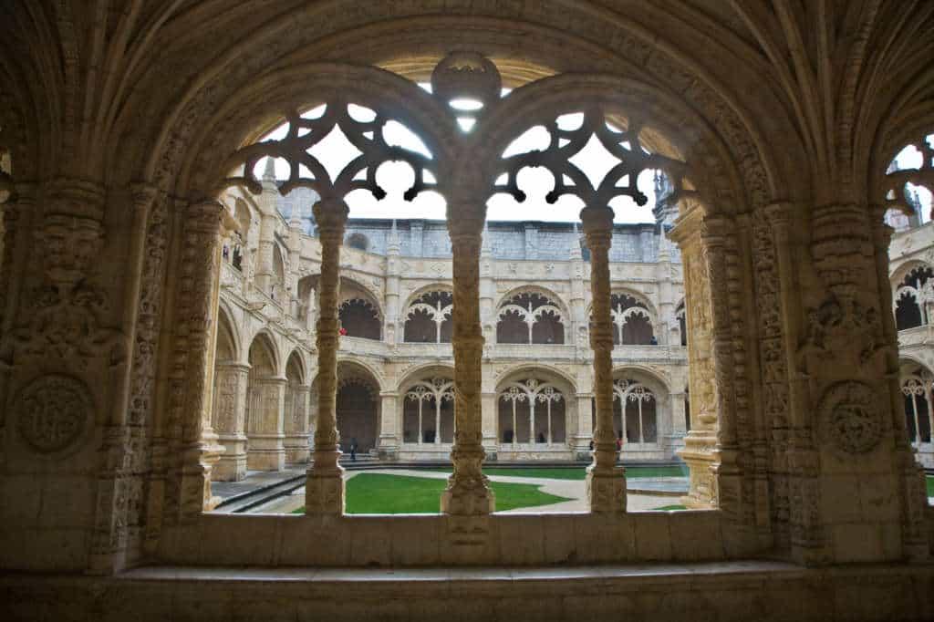 Piękne krużganki w klasztorze Hieronimitów