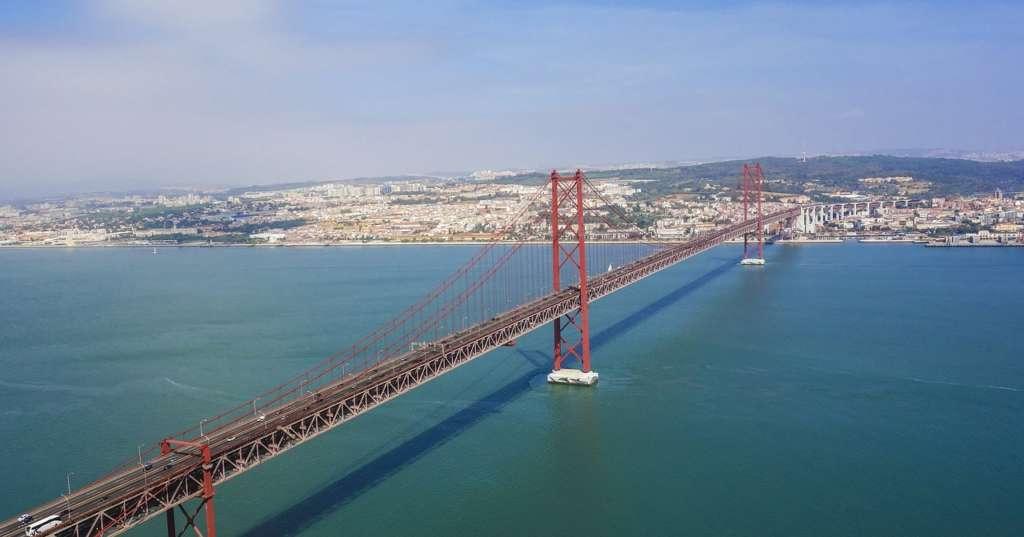 most 25 kwietnia z drona
