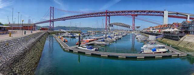 widok z doku na most 25 kwietnia