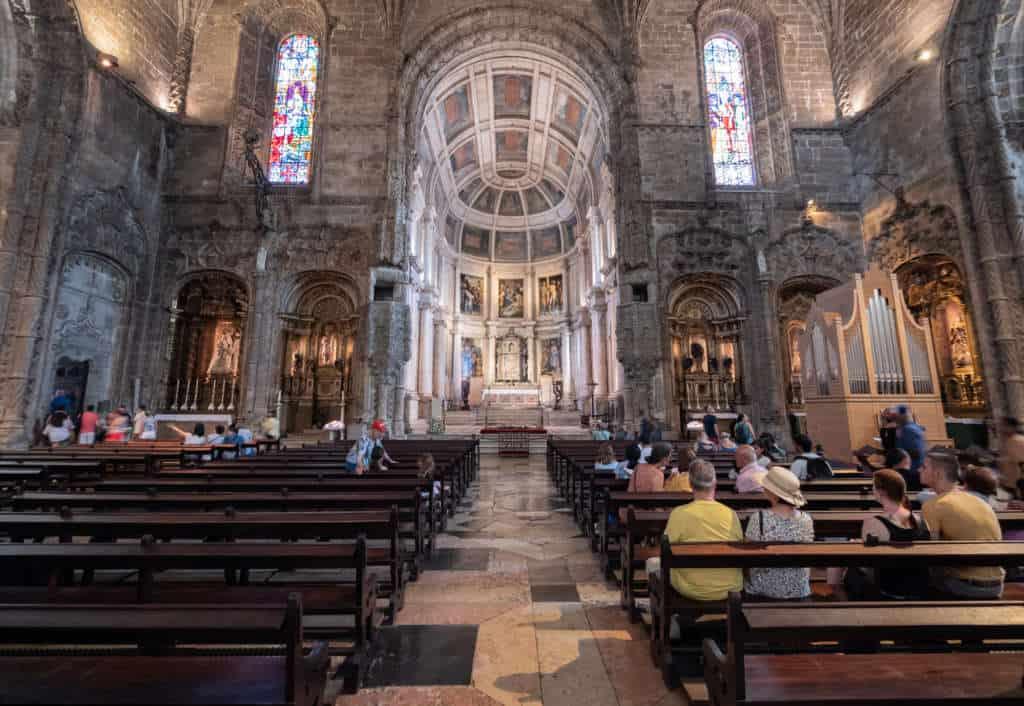 Wnętrze kościoła w klasztorze hieronimitów