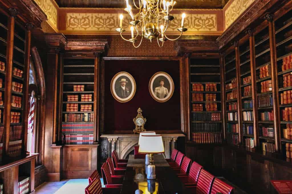biblioteka w pałacu Monserrate