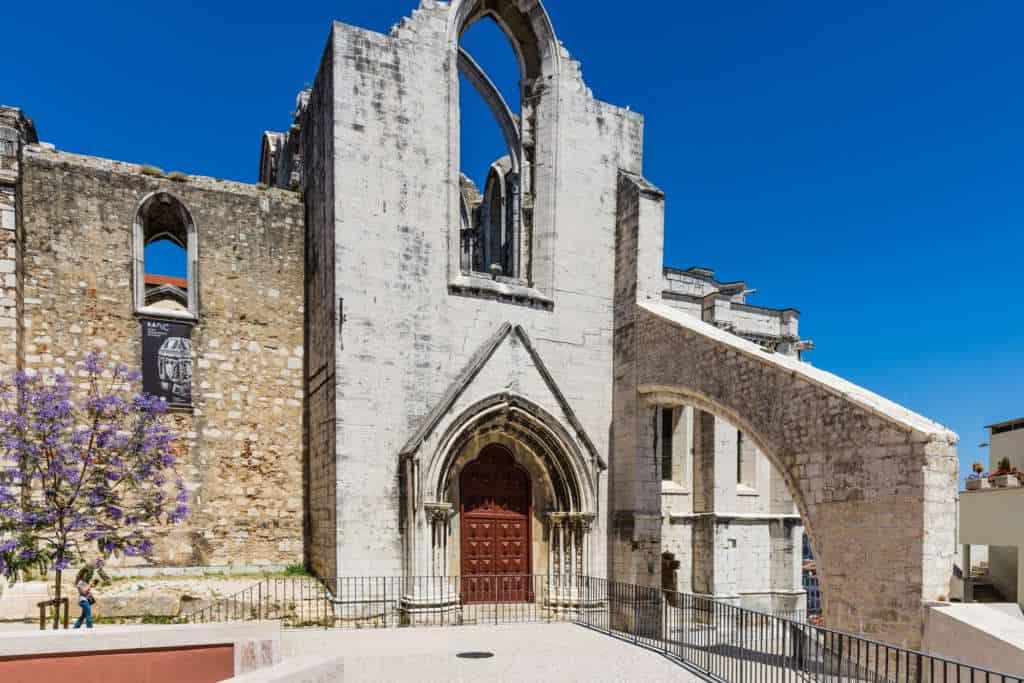 brama do klasztoru karmelitów