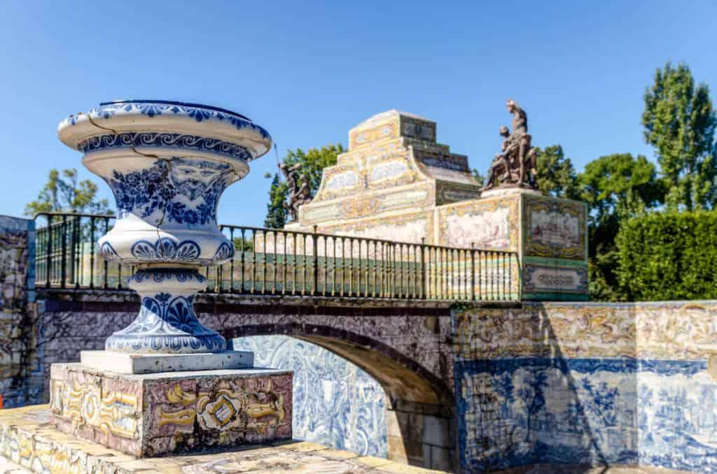kafelki azulejos w pałacu Queluz