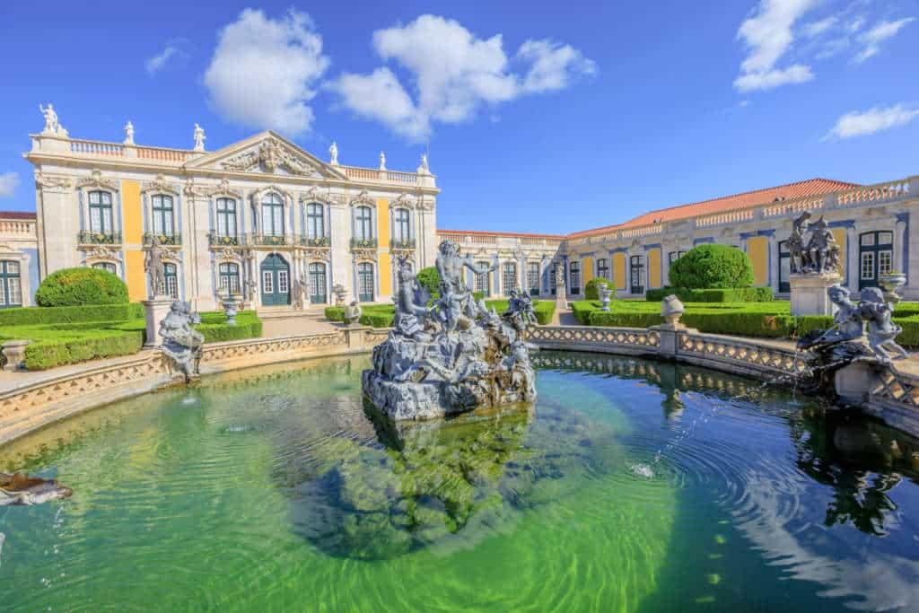 fontanny przed pałacem Queluz