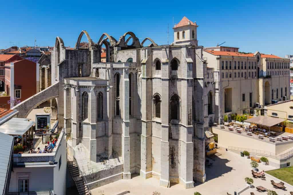 zrujnowany klasztor karmelitow