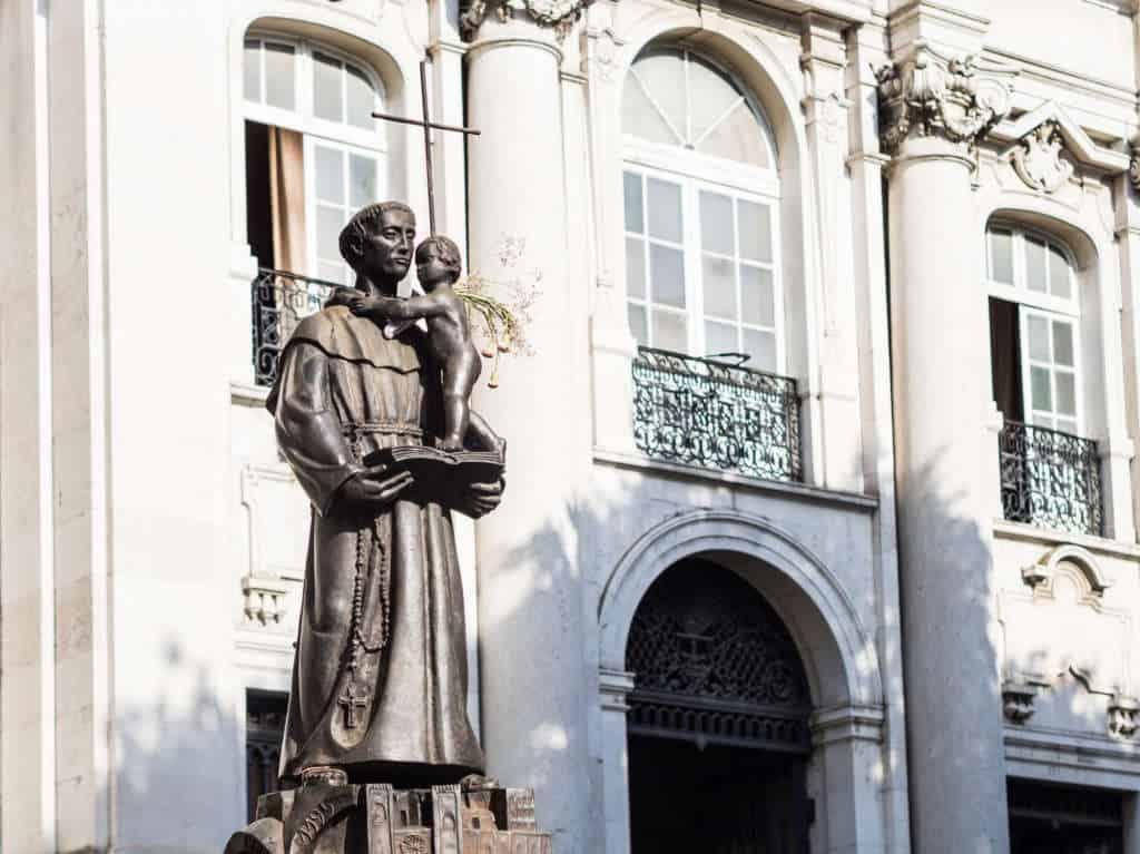św. Antoni przed kościołem w Lizbonie