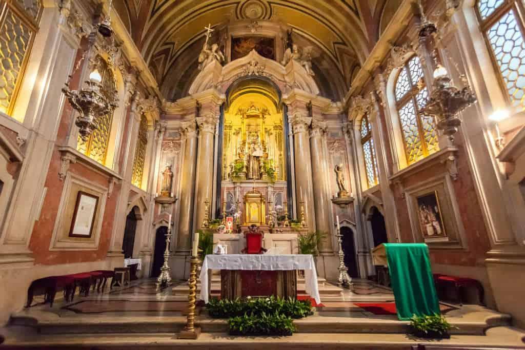 wnętrze kościoła św. Antoniego Lizbona