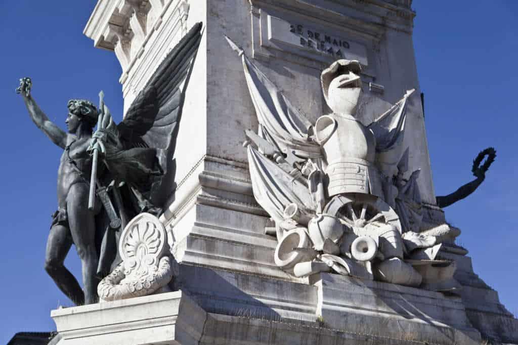 detale pomnika na placu Restauradores