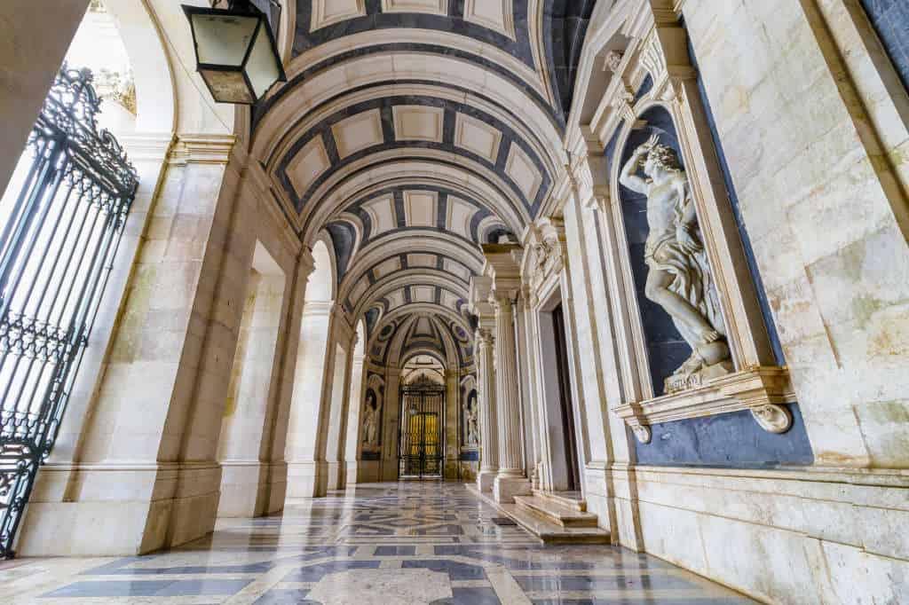 korytarze w pałacu Mafra