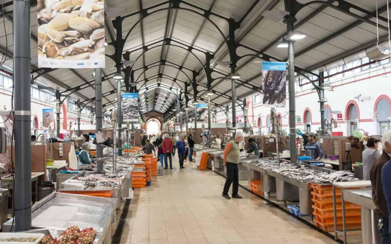 wnętrze rynku w Loule
