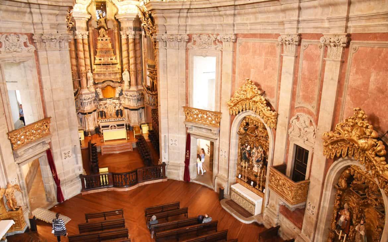 wnętrze kościoła kleryków w Porto