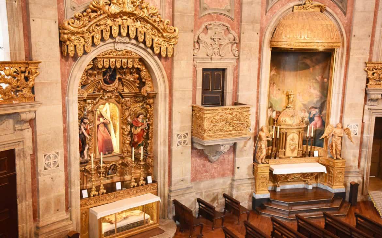 obrazy w kościele kleryków