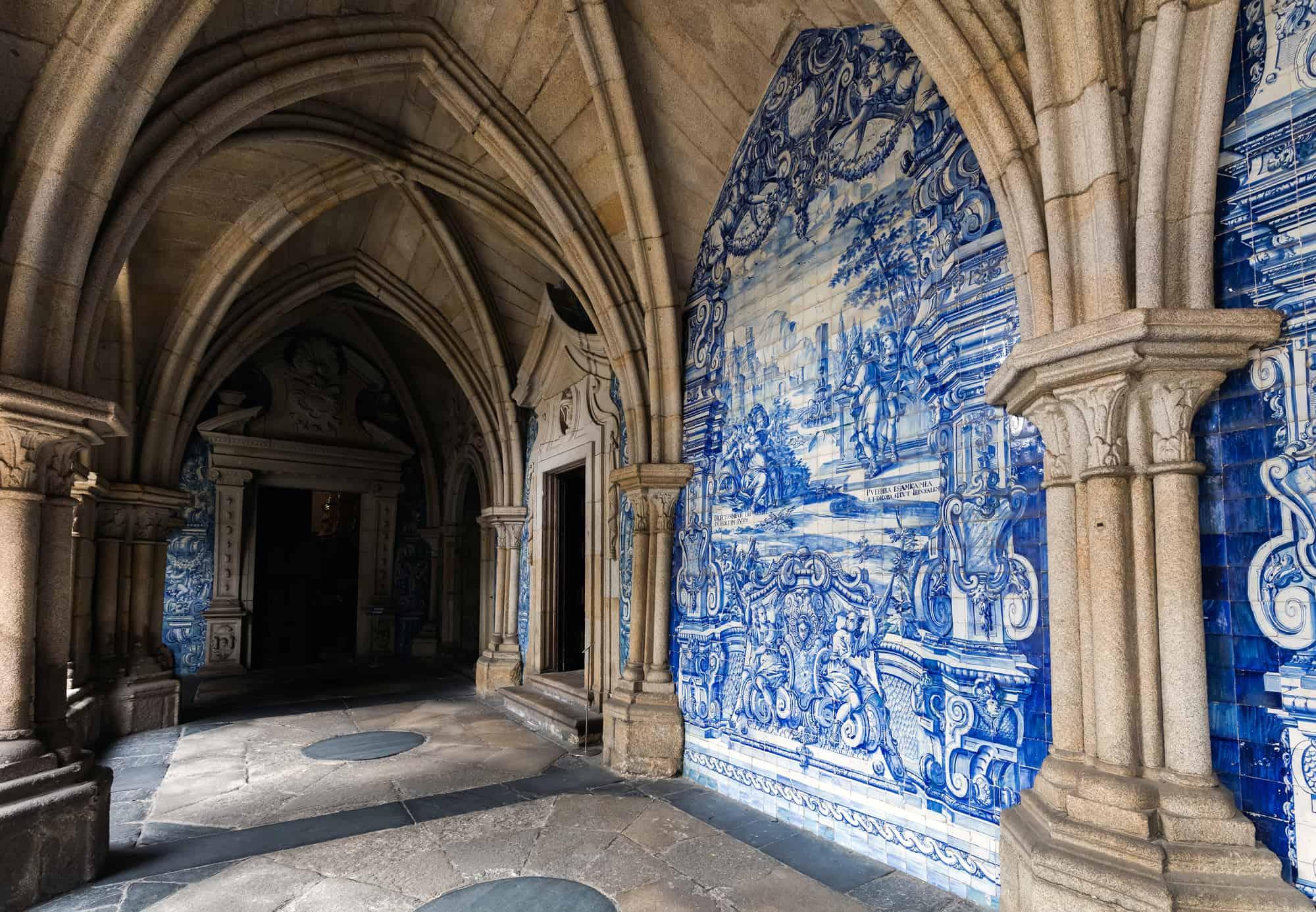 azulejos w katedrze Se w Porto