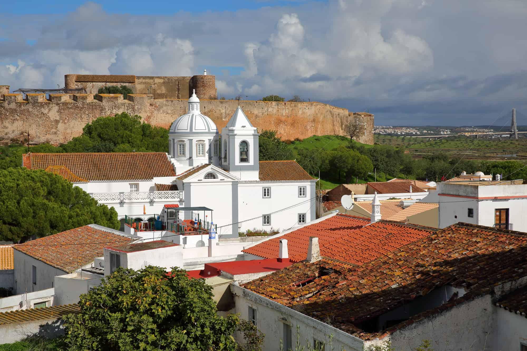 widok na kościół w Castro Marim