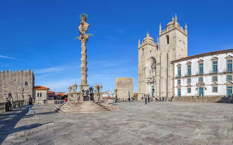 Plac Terreiro da Se (Plac Katedralny) w Porto