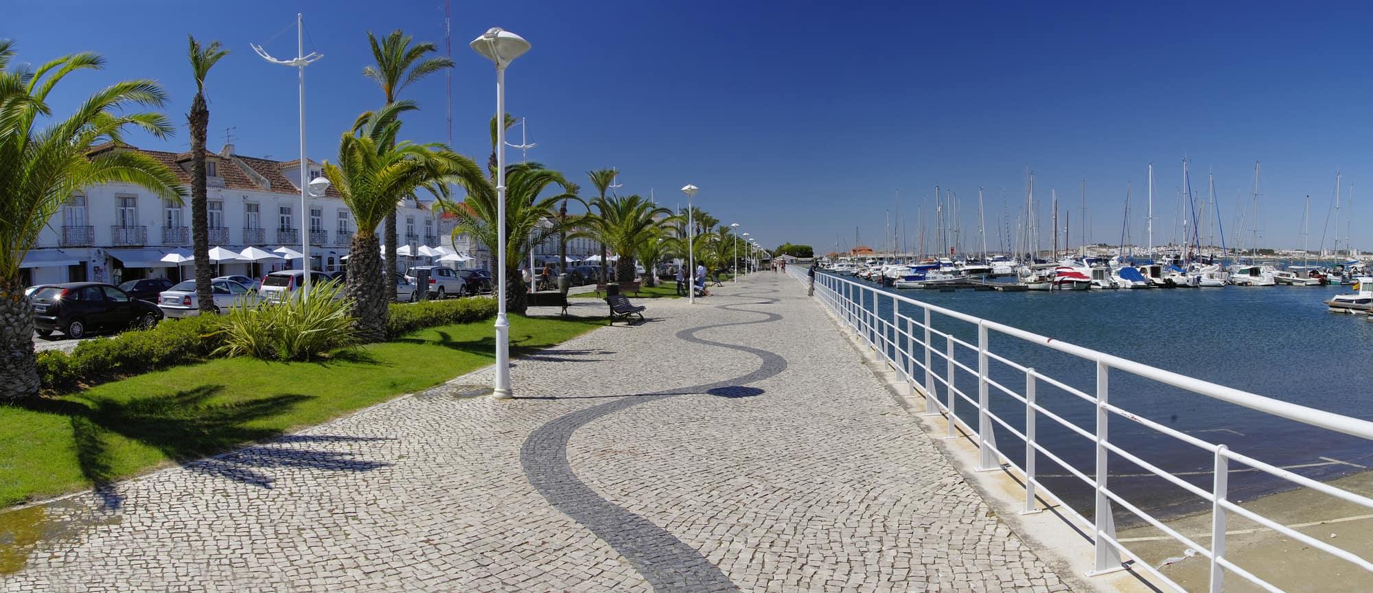 promenada w Vila Real Antonio