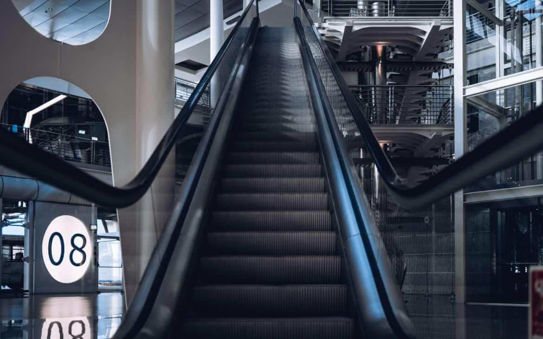 porto schody na lotnisku