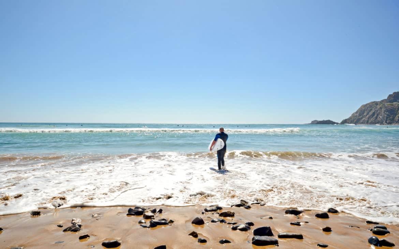 surfowanie przy plaży Arrifana