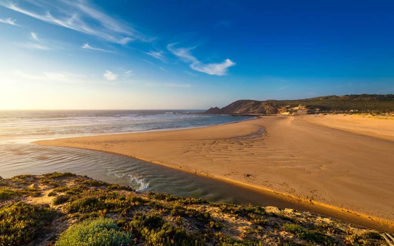 widok na plażę Amoreira