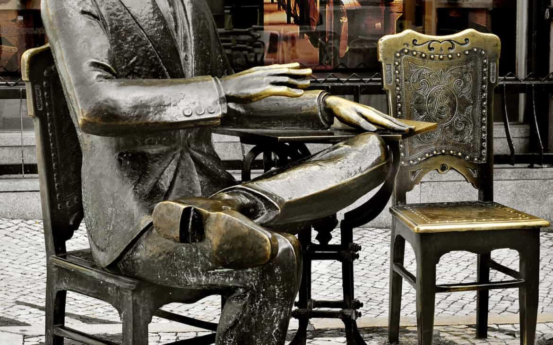 pomnik Fernando Pessoa